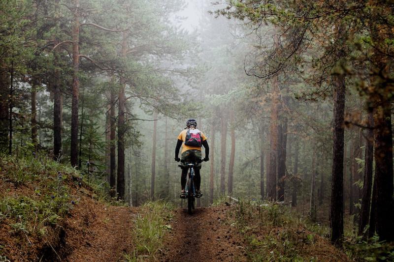 Ciclistas de montanha: os elementos de segurança imprescindíveis