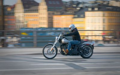 Trocou o carro pela moto para andar na cidade? Alguns segredos para andar em segurança