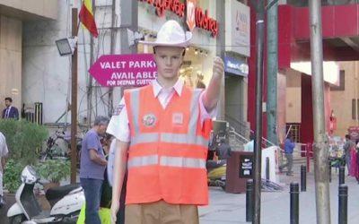 Novo método de controlo do trânsito: manequins substituem polícias