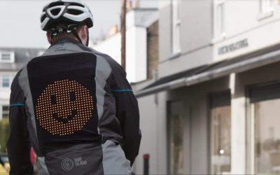 Já há um casaco que permite aos ciclistas comunicar com o trânsito
