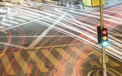 Porque é que os cruzamentos colocam todos os nossos sentidos em alerta?