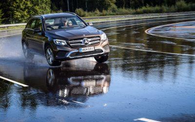 O que é a rigidez torsional de um veículo e como afeta a segurança