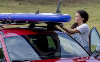 Desportos aquáticos: é assim que deve carregar o seu veículo