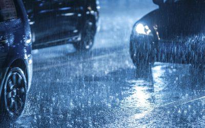 Relâmpagos e trovões! Cuidado ao conduzir com tempestade